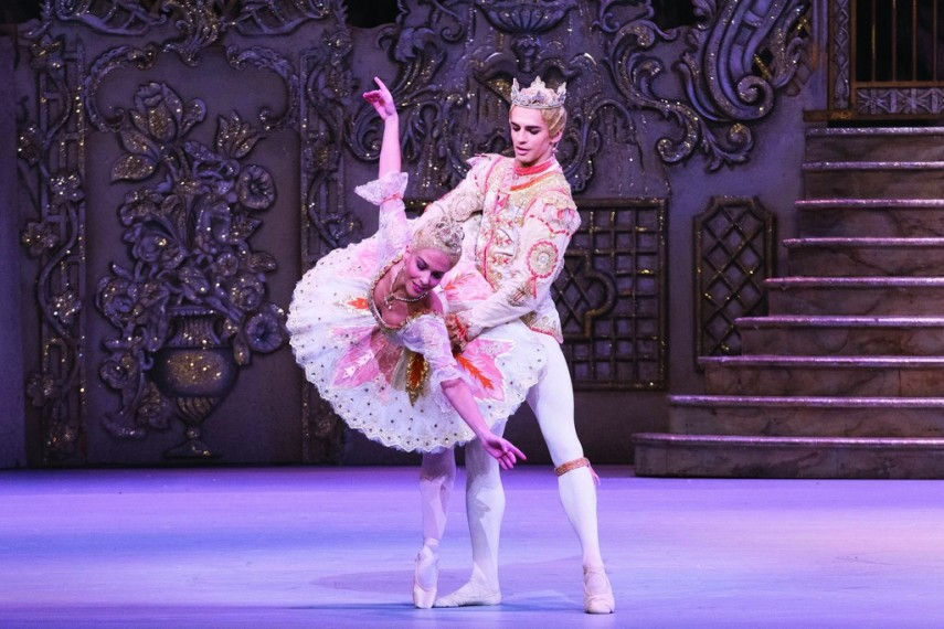 /db_data/movies/royaloperahousethenutcracker/scen/l/11340979683_3b8280a77a_b.jpg