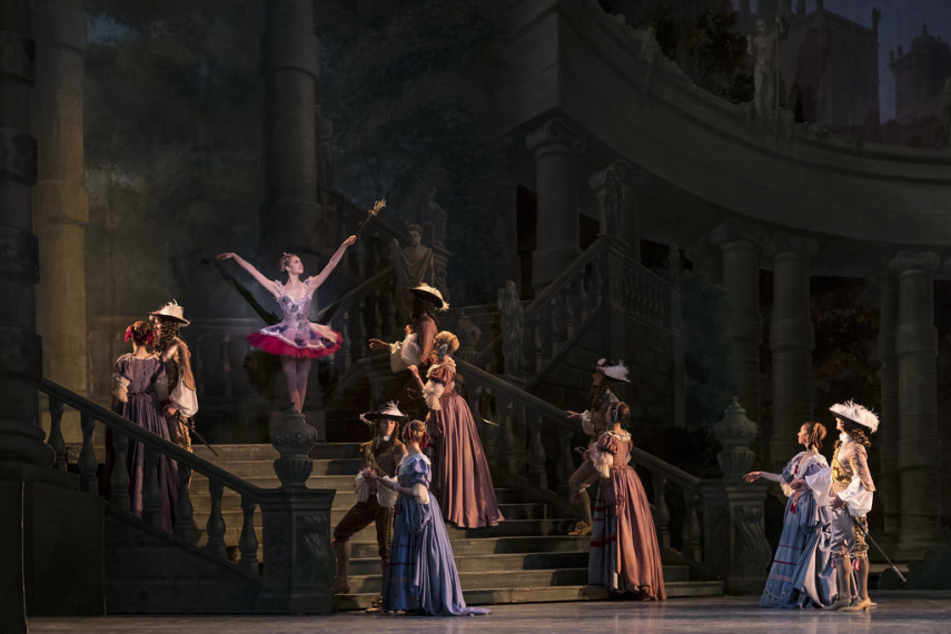 /db_data/movies/royaloperahousethesleepingbeauty/scen/l/40889107563_4f7e4abb5a_b.jpg