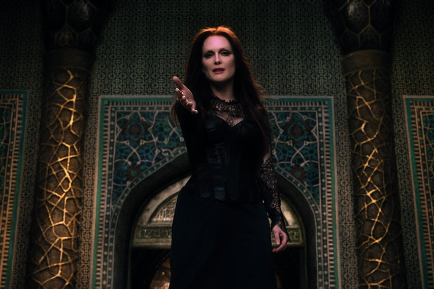 /db_data/movies/seventhson/scen/l/410_Mother_Malkin_Julianne_Moore.jpg