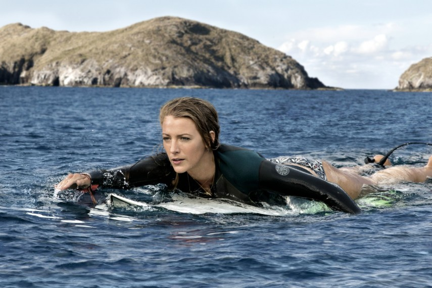 /db_data/movies/shallows/scen/l/410_11_-_Nancy_Blake_Lively.jpg