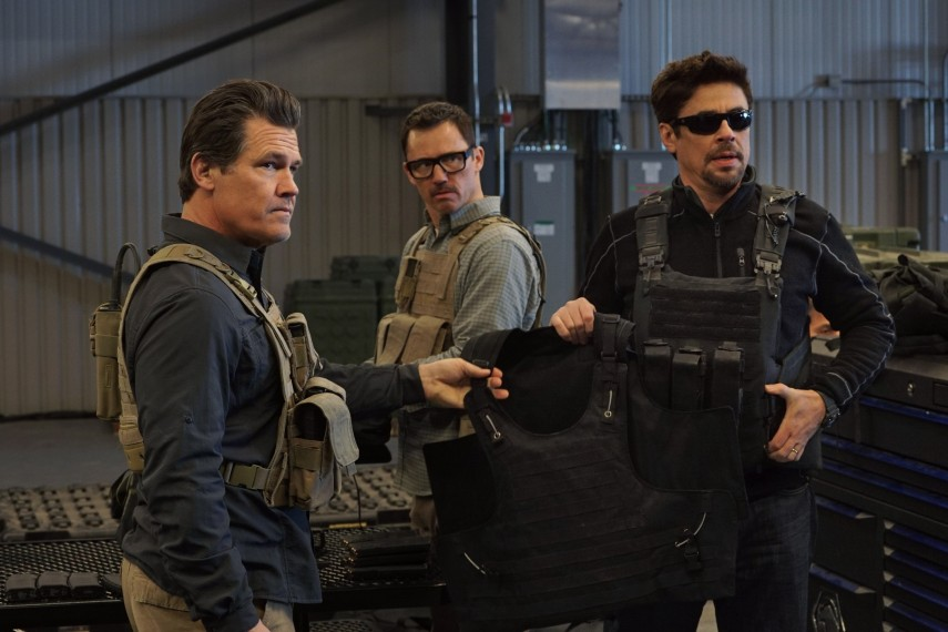 /db_data/movies/sicario2/scen/l/410_06_-_Matt_Josh_Brolin_Alej.jpg