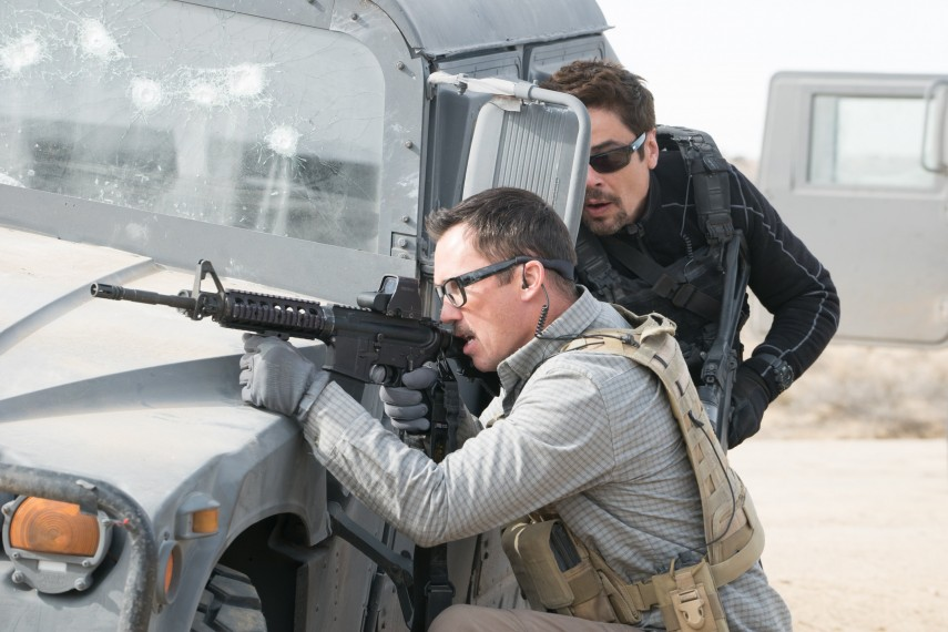 /db_data/movies/sicario2/scen/l/410_11_-_Steve_Jeffrey_Donovan.jpg