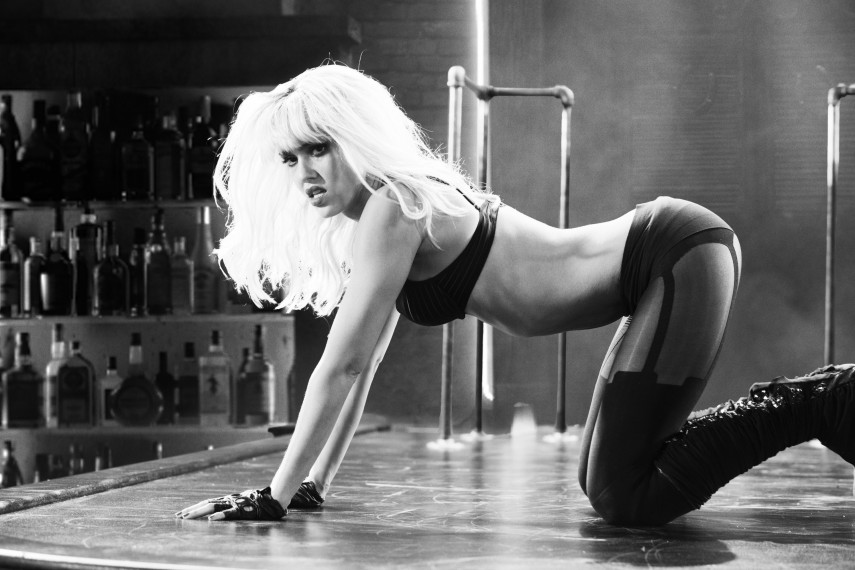 /db_data/movies/sincity2/scen/l/410_09__Nancy_Jessica_Alba.jpg