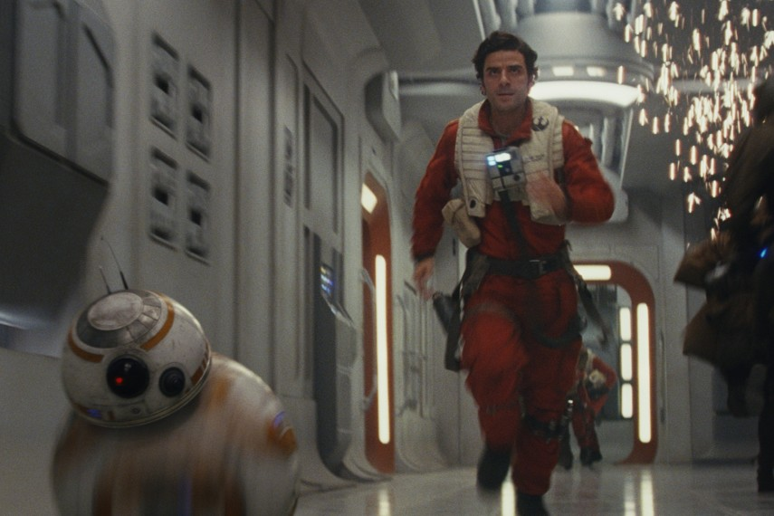 /db_data/movies/starwarsepisode8/scen/l/410_08_-_BB-8_Poe_Oscar_Isaac.jpg