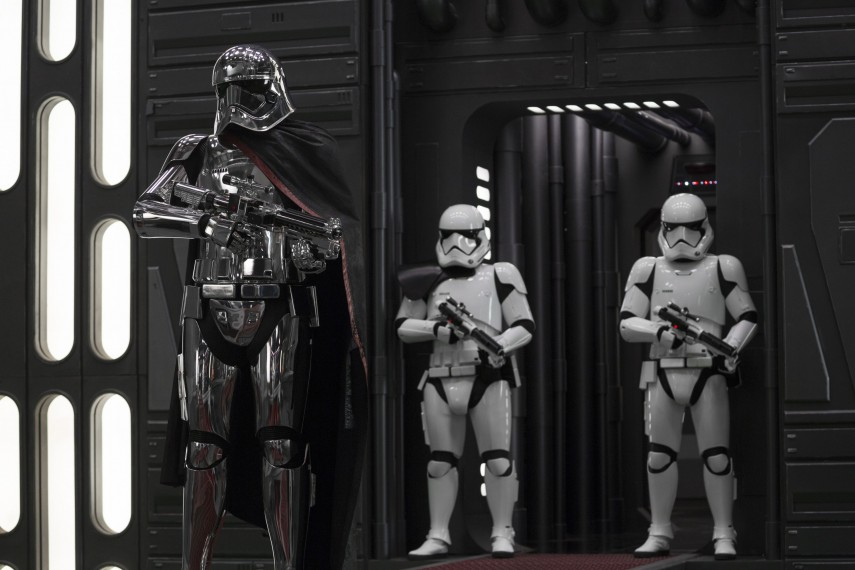 /db_data/movies/starwarsepisode8/scen/l/410_40_-_Captain_Phasma_Gwendoline_Christie.jpg