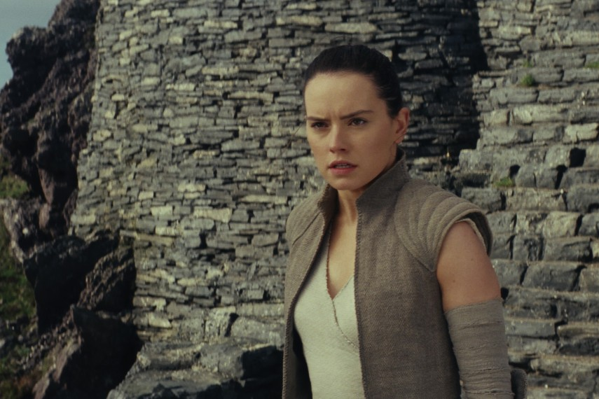 /db_data/movies/starwarsepisode8/scen/l/410_44_-_Rey_Daisy_Ridley.jpg