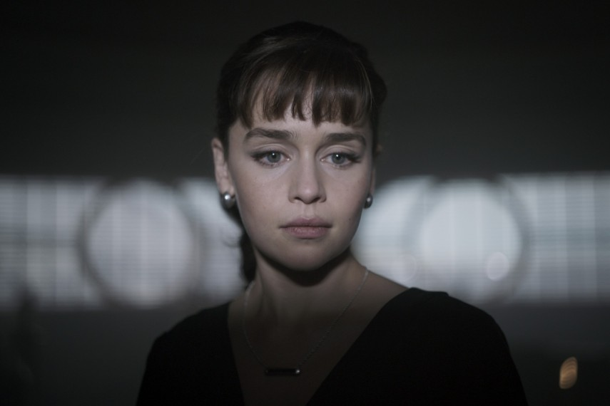/db_data/movies/starwarshansolo/scen/l/410_02_-_QiRa_Emilia_Clarke.jpg