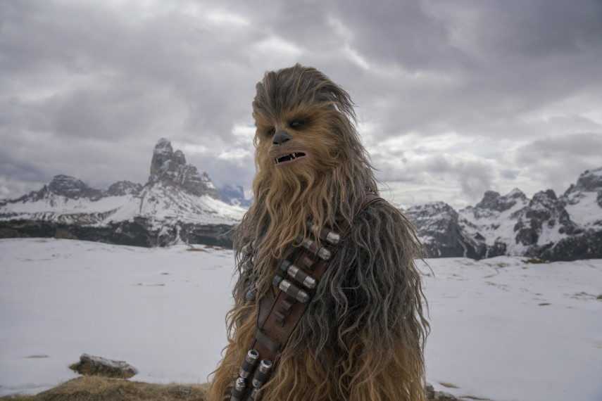 /db_data/movies/starwarshansolo/scen/l/410_47_-_Chewbacca_Joonas_Suotamo.jpg