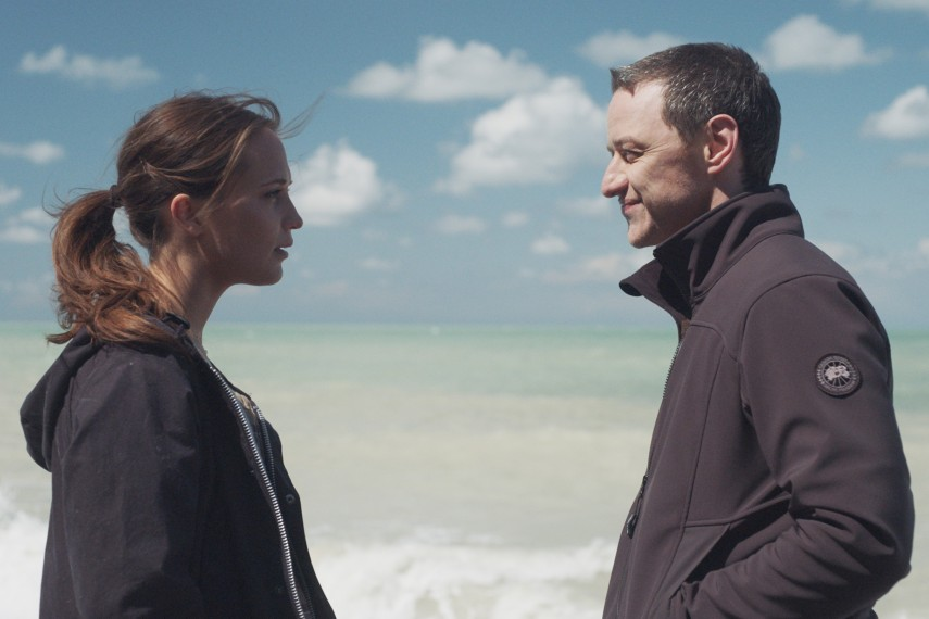 /db_data/movies/submergence/scen/l/410_06_-_Danielle_Alicia_Vikan.jpg