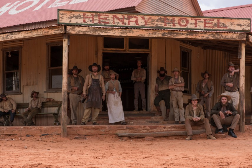 /db_data/movies/sweetcountry/scen/l/1076B558-FACD-3E97-A8AD1016C791768B.jpg