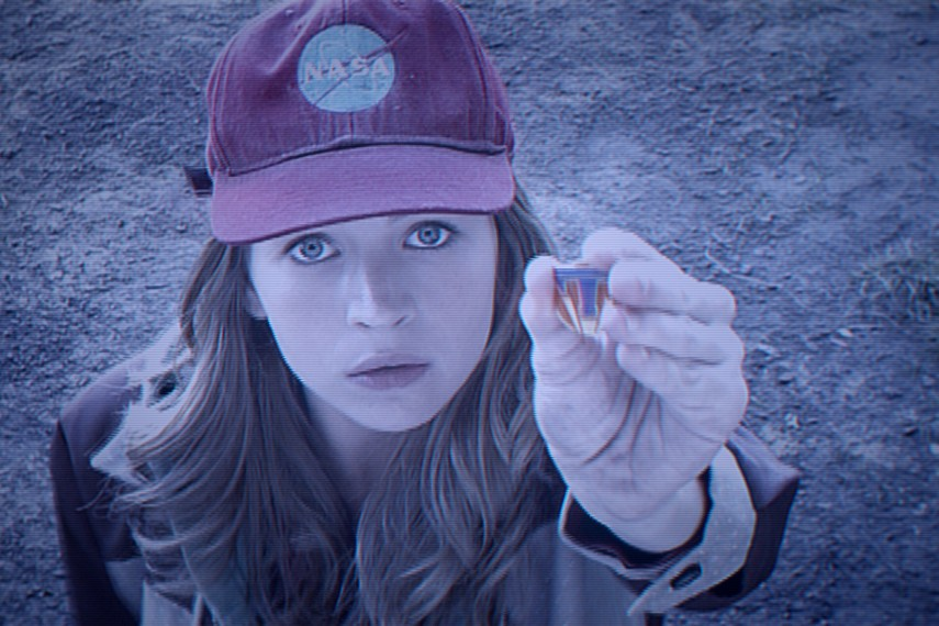 /db_data/movies/tomorrowland/scen/l/410_01__Casey_Britt_Robertson.jpg