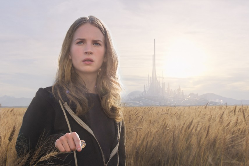 /db_data/movies/tomorrowland/scen/l/410_02__Casey_Britt_Robertson.jpg